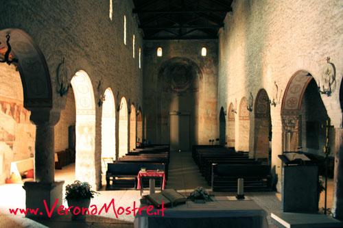 L'interno della pieve romanica di San Giorgio