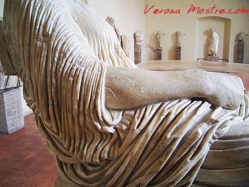 La galleria delle sculture al Museo Archeologico del Teatro Romano a Verona.