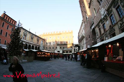 Mercatini di Natale in piazza dei Signori a Verona