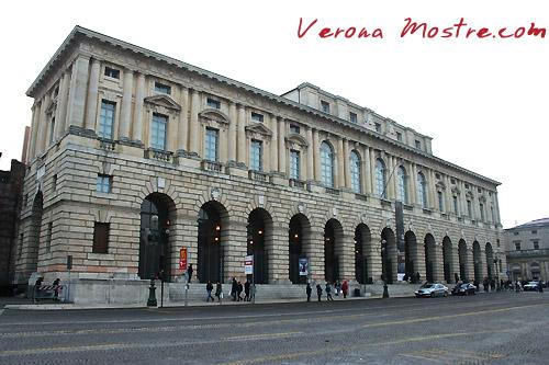 La facciata del Palazzo della Gran Guardia a Verona