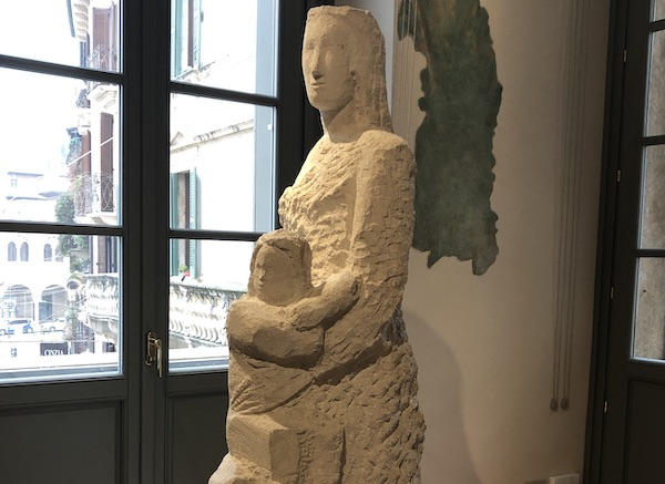 Maternità di Arturo Martini